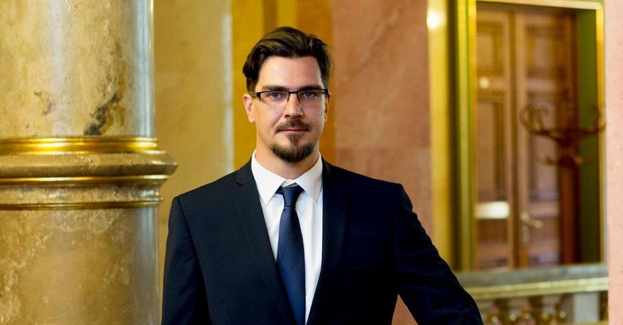 Ózd alpolgármestere: aljas rágalom náci karlendítésnek beállítani az integetésemet