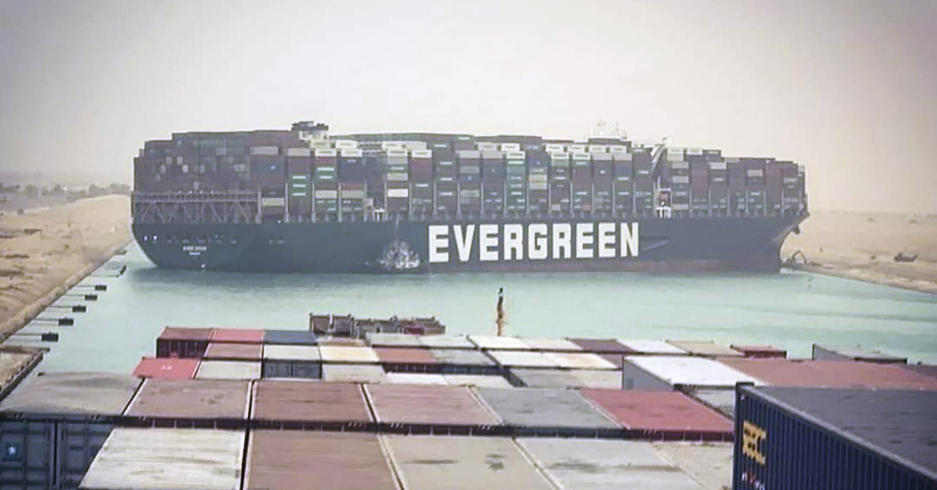 Keresztbe állt egy hajó a Szuezi-csatornán – de nem ez az első eset, hogy megbénult az útvonal
