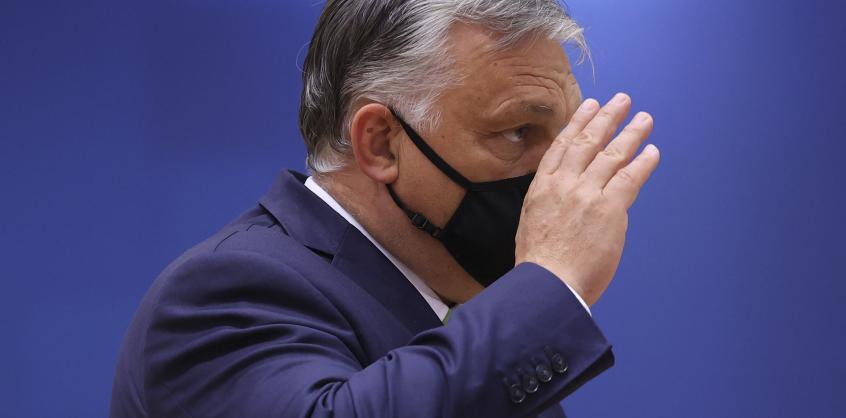 Orbán Viktor kisbusza azon a horvát szigeten volt, ahol megállt a honvédségi repülő