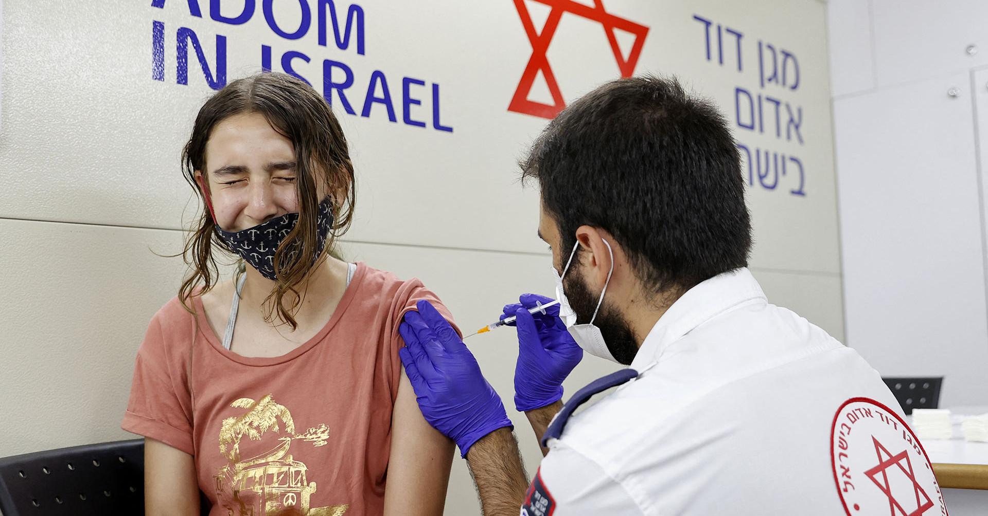 Izrael már a negyedik oltásra készül